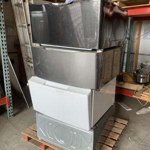 Washer/dryer Pedestal for Sale in Bakersfield, CA