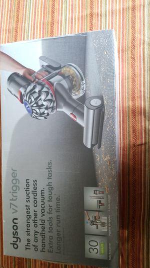 Dyson v7 trigger vacuum cleaner for Sale in Alhambra, CA