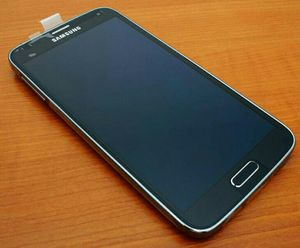 Samsung Galaxy S 5 ,,UNLOCKED .  Excellent Condition  ( as like New) for Sale in Springfield, VA