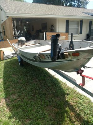 14 foot v hull John boat three horse two strokejohnson great trailer great boat for Sale in Bartow, FL