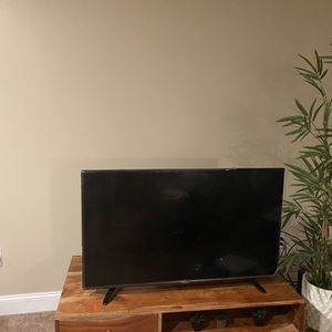 Tv And Tv Table for Sale in Grand Island, NY
