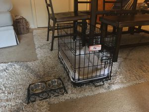 Dog crate with bed and bowls for Sale in Nottingham, MD