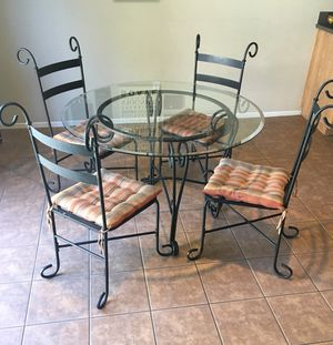 Nice Kitchen Table!! for Sale in Fontana, CA