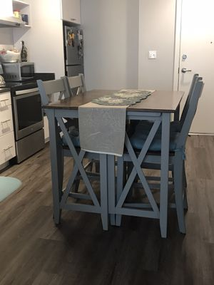 Breakfast Bar and 4 Stools for Sale in Baltimore, MD