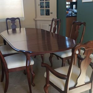 Cherry Rosewood Queen Anne Oval Dining Table with 6 Chairs for Sale in Arvada, CO