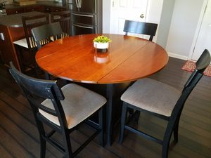COUNTER HEIGHT DINING ROOM TABLE AND 4 CHAIRS for Sale in Simpsonville, SC
