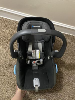 Uppa baby car seat with car base for Sale in Allentown, PA