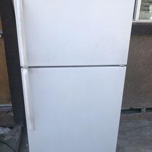 Whirlpool Refrigerator Works Good for Sale in Bakersfield, CA