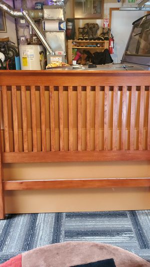 Queen bed frame for Sale in Snohomish, WA