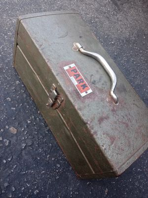 Free vintage tool box for Sale in Fullerton, CA