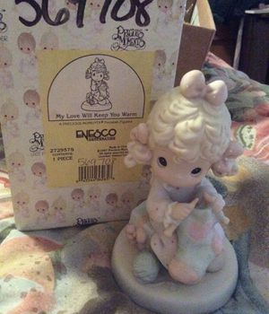 Precious Moments Figurine. My Love Will Keep You Warm for Sale in Glendale, AZ