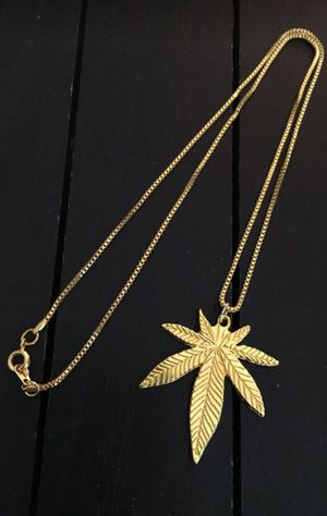 "20""/ 18K Gold Plated Box Chain Necklace with Gold Tone Leaf Charm for Sale in Riverside, CA"