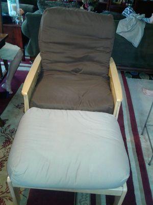 Vendo silla reclinable.. de madera en exelente estado.. for Sale in Bladensburg, MD