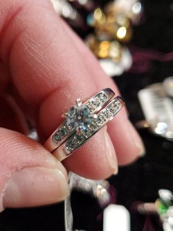 Size 9 Sterling Wedding Set 2pc With cz for Sale in Wenatchee,  WA