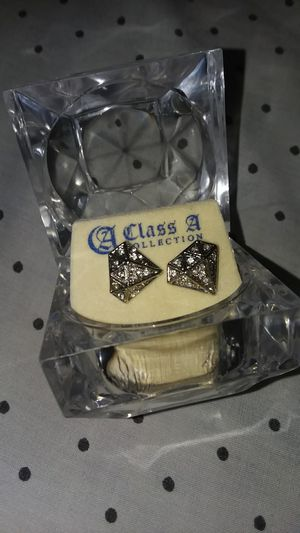 Diamond shaped earrings for Sale in Chicago, IL