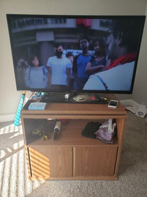 40 in TV, TV stand & King Size Bed for Sale in Orangevale, CA