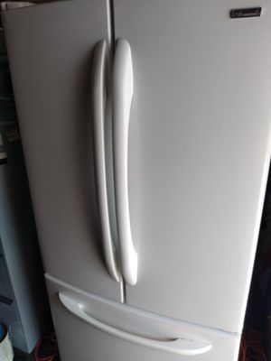 Nice refrigerator clean,works fabulous. for Sale in Cleveland, OH