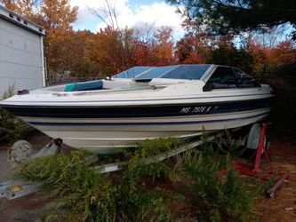 18' Bayliner and good trailer for repair or parts for Sale in Mason,  NH