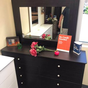 Compressed Wood Dresser with Mirror for Sale in Los Angeles, CA