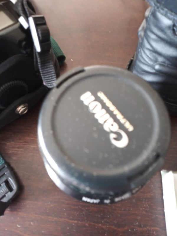 Canon eos film camera with extra lense and bag