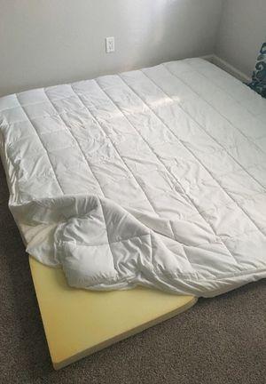 King memory foam mattress topper for Sale in Tempe, AZ