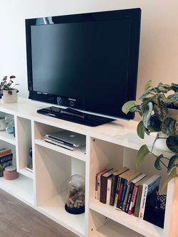 White Modern Tv Stand/ Shelf for Sale in Seattle,  WA