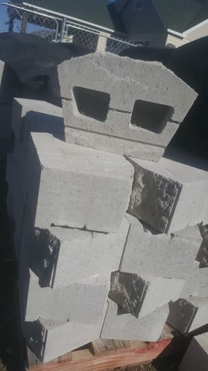 110 retainer wall blocks for Sale in Klamath Falls, OR