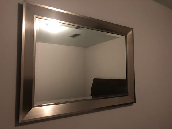 Wall Mirror 31 X 43 Perfect Condition For Sale In Seattle