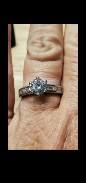 925 STERLING SILVER VINTAGE ROUND CZ SOLITAIRE RING BAND W/ ACCENTS (SIZE 8.25) engagement ring for Sale in Round Rock, TX