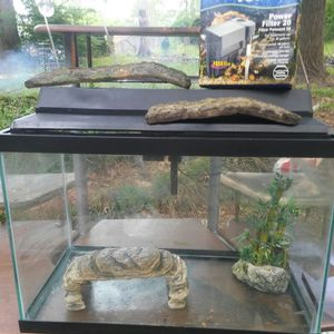 20 gallon fish tank /reptile case for Sale in Smyrna, GA
