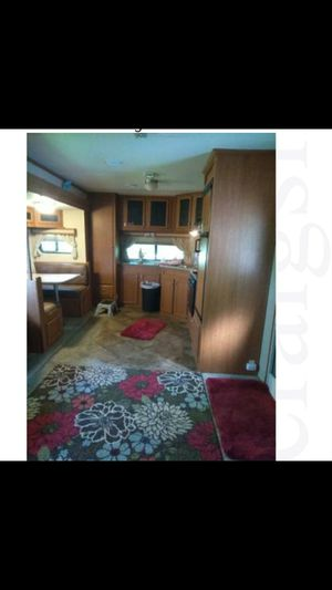Camper travel trailer 2016 self contained like new for Sale in Pendleton, IN