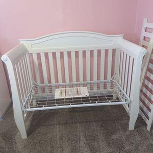 Delta Children Lancaster 4-in-1 Convertible Baby Crib for Sale in Fresno, CA