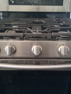 Samsung Chefs Collection 5 Burner Gas Stove for Sale in Huntington Park,  CA