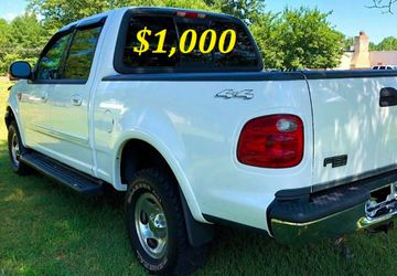 🟢💲1,OOO I'm selling URGENTLY this Beautiful💚2OO2 Ford F15O nice Family truck XLT Everything is working great! Runs great and fun to drive💪🟢 for Sale in Boise,  ID