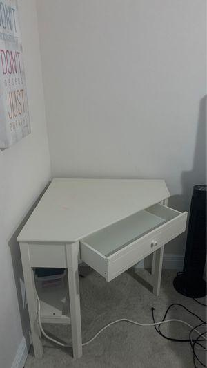 Desk- kids size 30 x30x30 for Sale in Heathrow, FL