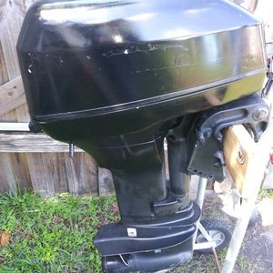 15 Hp Johnson Evinrude 2 Stroke Outboard Motor for Sale in Pinellas Park, FL