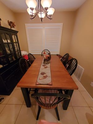 Dining table with 6 chairs for Sale in Corona, CA