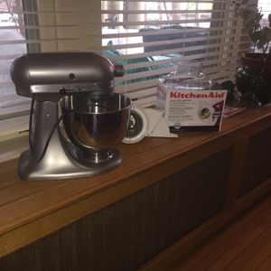 Kitchen aid stand Mixer 5 Qt And Accessories for Sale in Williamsport, PA