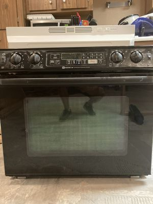 "BLACK 30"" INCH MAYTAG BUILT IN RANGE OVEN & RANGE VENT HOOD for Sale in Guadalupe, AZ"