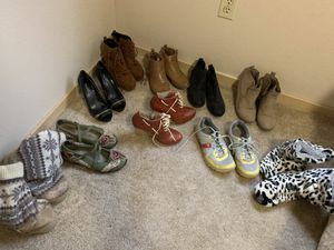 Lot of 10 pair women's name brand shoes and boots sz 8.5/9 Very Nice! for Sale in Edgewood, WA