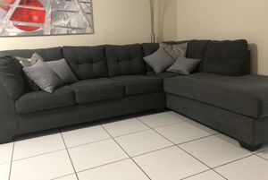 MAIER CHARCOAL SLEEPER RIGHT CHAISE SECTIONAL for Sale in Miami, FL