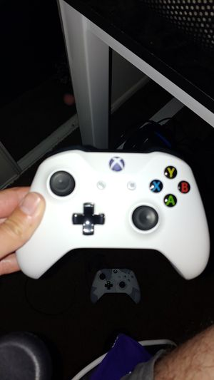 White Xbox one wireless controller. Aux input for Sale in Riverside, CA