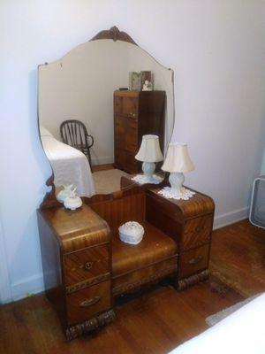 Dresser with mirror for Sale in Murfreesboro, TN