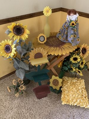 Sunflower decor for Sale in Apple Valley, CA