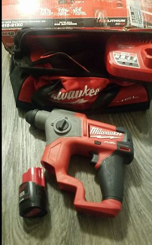 Milwaukee M12 FUEL 12-Volt Lithium-Ion 5/8 in. Brushless Cordless SDS-Plus Rotary Hammer Kit W/ One 2.0Ah Battery & Bag for Sale in Snohomish, WA