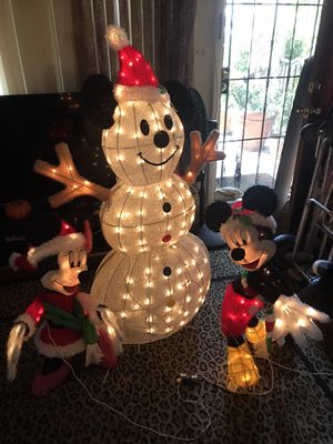 Outdoor/indoor Minnie and Mickey with snowman has 245 attached lights for Sale in San Diego, CA