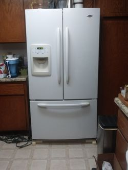 Maytag 25 Cu. Ft. French Door Bottom Freezer Drawer for Sale in Apple Valley,  CA
