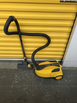 Eureka vacuum cleaner for Sale in Chicago, IL
