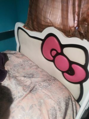 Hello kitty twin bed !!! for Sale in Pomona, CA