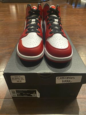 Jordan 1 Chicago Mid 6.5youth 8 womens for Sale in Walkertown, NC